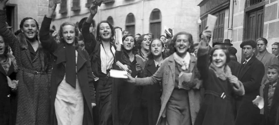 LOSGRANDES PROYECTOS SOCIALES DE LA II REPÚBLICA ESPAÑOLA,Mujeres votan 1ª vez II República